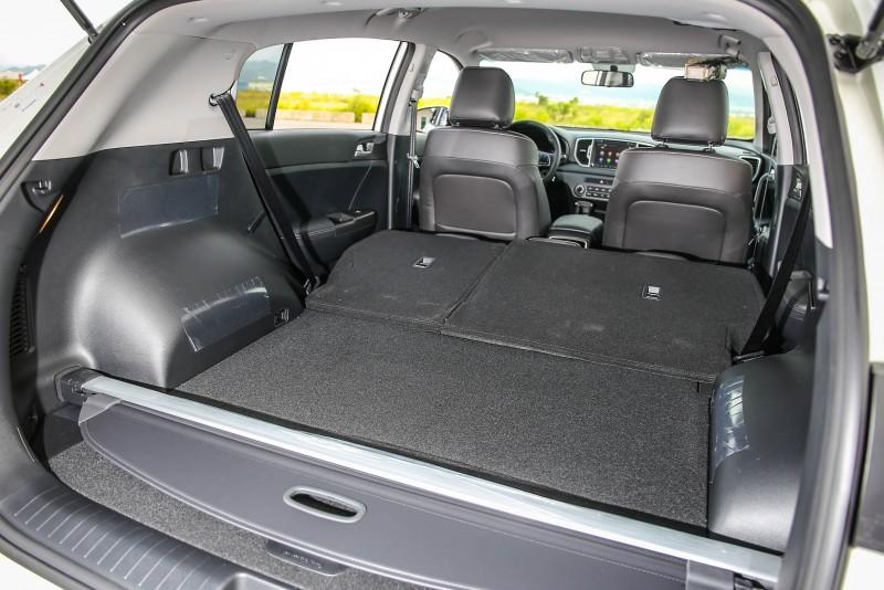 將後座椅傾倒後,置物容積可提升至1455公升。