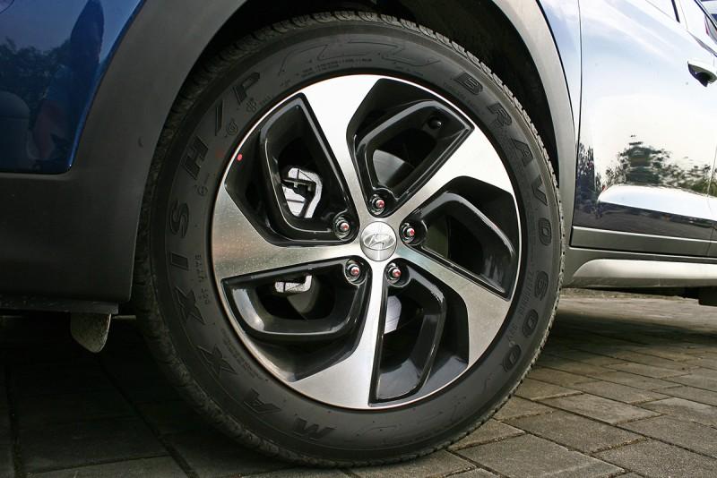 柴油版本改以18吋尺碼示人,但造型並不比汽油版本來得漂亮。