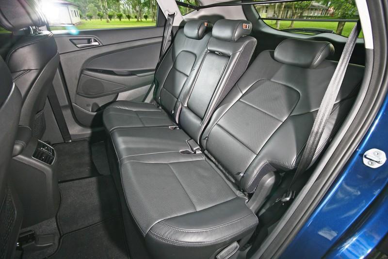 後座椅背可調式設計,任何人都能調到更舒適的角度。