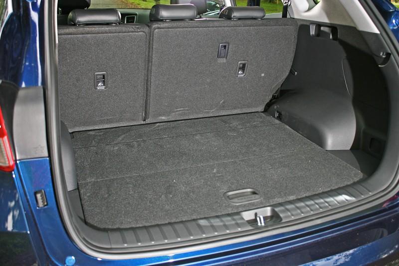 513L的行李廂容積表現不錯,而且空間還算方整好用。