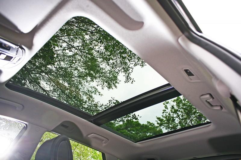同級車中最大面積的全景式天窗,也是享受配備上的一大亮點。