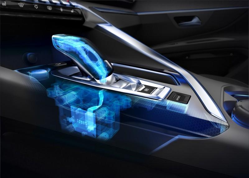 自排車型排檔桿已採用高級車才有的線傳系統,P檔與M手動換檔都以按鍵控制