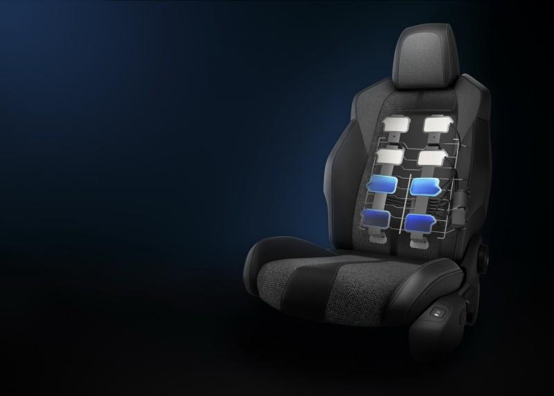 前座椅內建氣囊,除了按摩功能外,在動態操控時能充氣提供額外支撐,平時也能洩氣保有乘坐舒適度