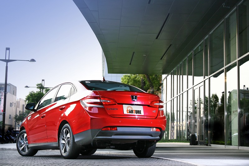 1556c.c.的排氣量搭配直列四缸自然進氣汽油引擎以及CVT無段自動變速系統是S3的動力根基。
