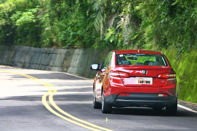 車尾的跟進效率也維持在水準之上,絕大多數時刻頭過尾就過。