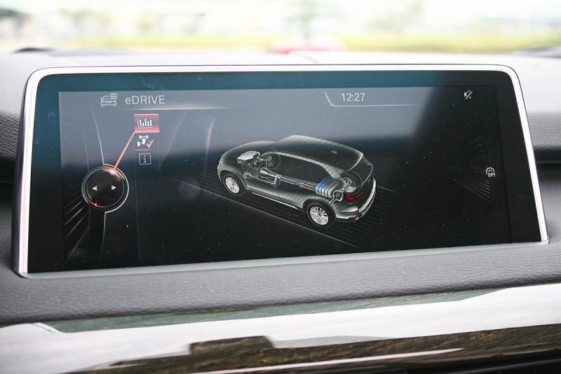 當然,行駛中你也可以察覺現在正在以何種動力前進,或是電池儲電狀況。
