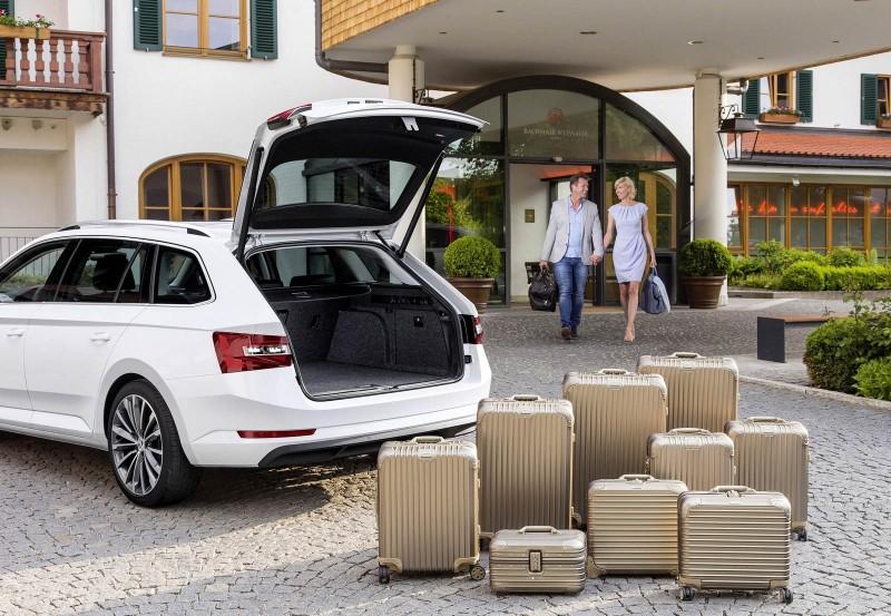 標準乘坐時就有660公升的Skoda品牌旗艦Superb Combi此旅行車,也有僅搭載1.4TSI此小排氣量渦輪增壓汽油引擎的車款