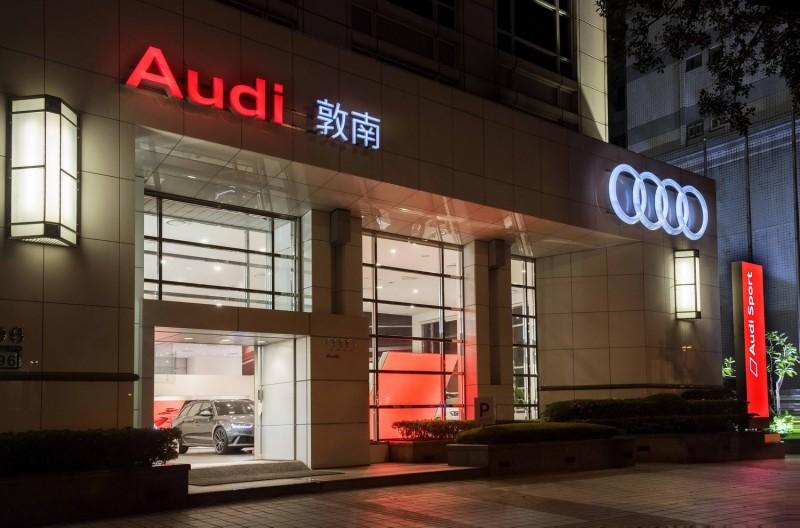全新落成的Audi Sport敦南/台中展示中心,不僅藉由實體設施完美演繹Audi Sport品牌精神,更重要的是透過台灣奧迪針對營運據點的嶄新規劃佈局,成功營造出四環品牌與競品之間的與眾不同之處。