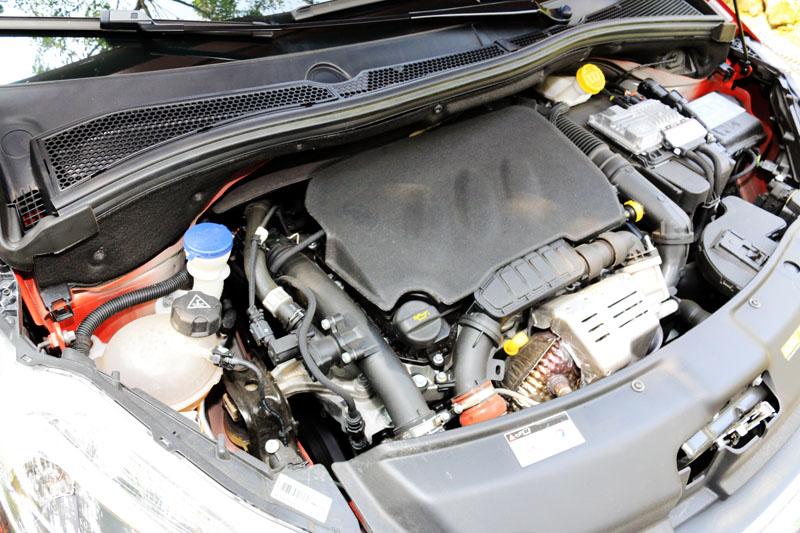 208 Pure Tech 1.2L EAT6所搭載的1.2升Pure Tech渦輪增壓引擎甫獲得國際引擎大獎,並普遍運用於其它各車系。