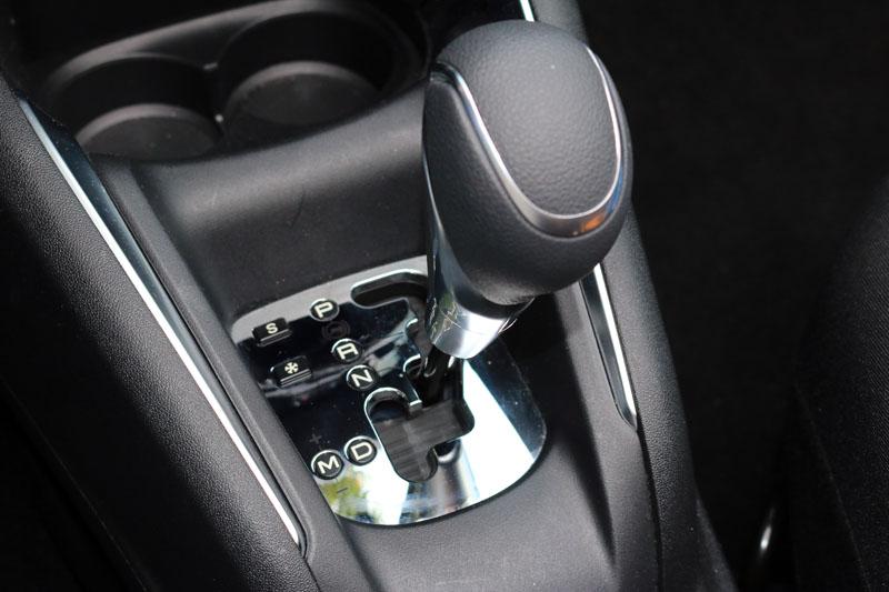 配置之EAT6六速手自排變速系統,亦附有雪地與運動模式。