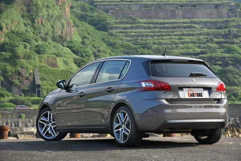 新推出的308 1.2L PureTech搭載小排量渦輪增壓汽油引擎,本次試駕的則為ALLURE+車型。