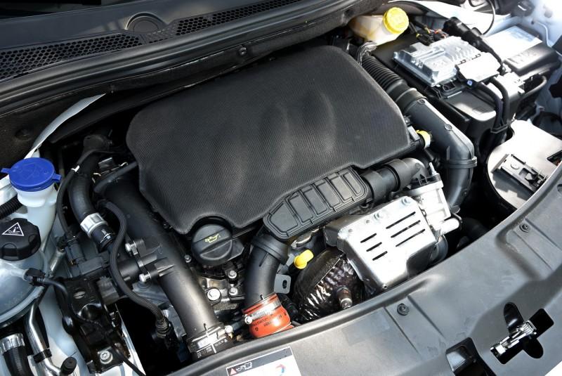 1.2L PureTech引擎體積相當小巧,連帶渦輪本體也相當迷你