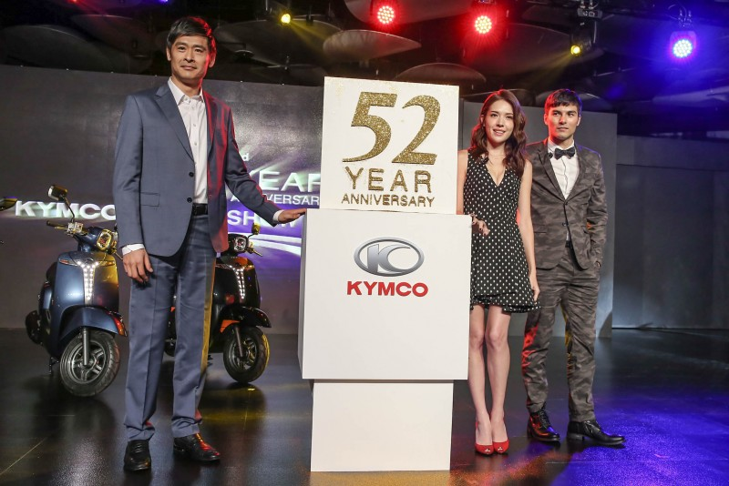 6月8日舉辦的「KYMCO 52周年慶暨KYMCO Motor Show全明星發表會」,KYMCO首次展出品牌旗艦概念AK550,同時力邀最新品牌代言人鳳小岳和許瑋甯一同參與。