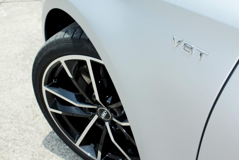 消光銀車漆與21吋亮黑拋光鋁圈選配價32.5萬