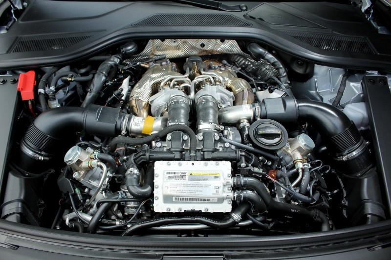 近年來各大廠同步將V型增壓引擎渦輪由兩側移至中央