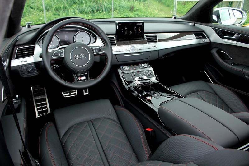 內裝不但擁有A8車系頂級質感,更增加了不少運動化元素