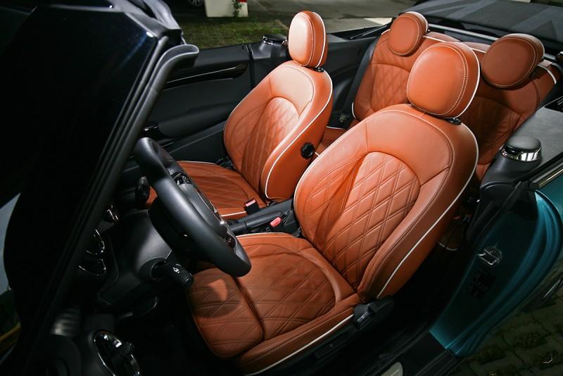 試駕車選配有棕色菱格紋真皮座椅,要價6.5萬元。