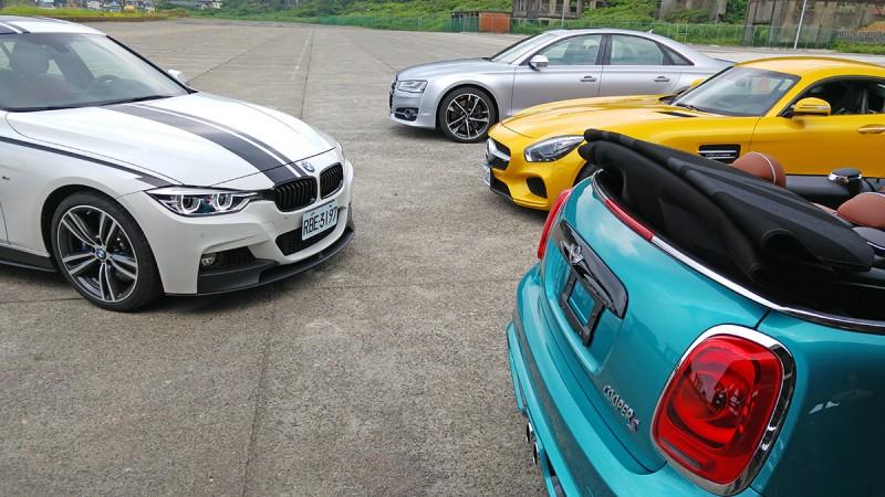 試駕當天同事也各自開來Mercedes-AMG GT S、Audi S8+與BMW 340i,但,並不能輕易佔到Mini Cooper S Cabrio的便宜。