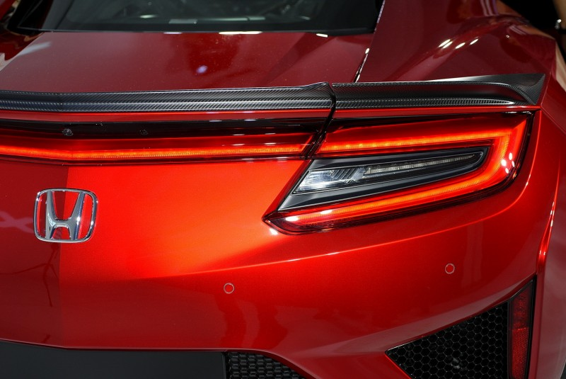 其實尾燈輪廓也與旗下車款相似,但中央用光條連成一氣的做法我認為辨識度更高(我愛這樣的設計)