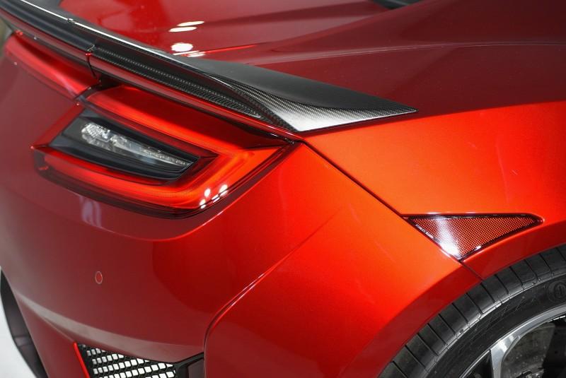 後葉子板上三角反光片應該是美規車型獨有設定,看起來還真像新版鋼鐵人胸口的反應爐