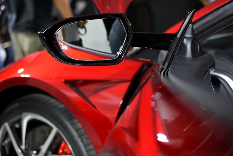 車外後視鏡則是採用分離形式