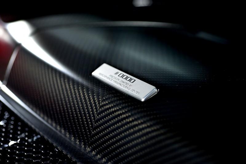 引擎室飾板上的車輛序號竟然是「0000」!看來應該是比天字第一號更稀有的展示車