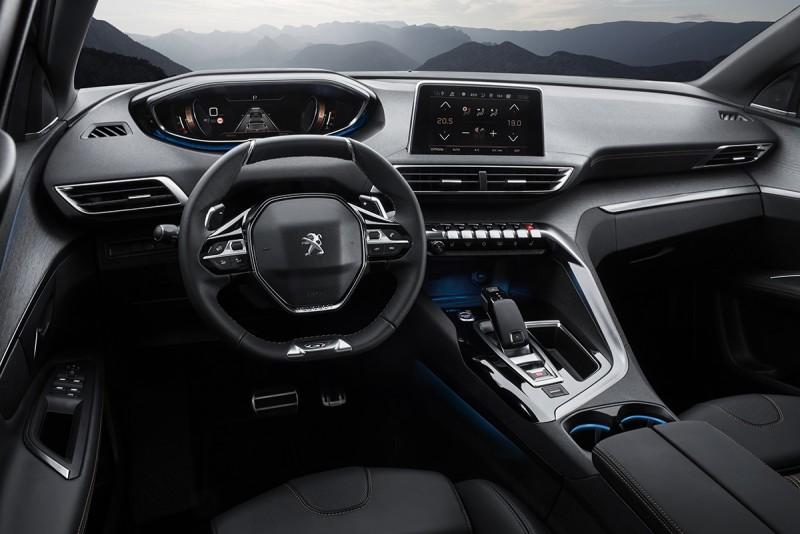 車室內裝十足前衛,同時覆以古銅色縫線以及如同方向盤GT字樣裝飾等動感加倍小物。