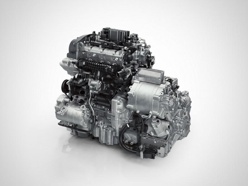 裝上七速雙離合自手排變速箱與電動馬達的三缸引擎,取消原有的發電機與上圖不同