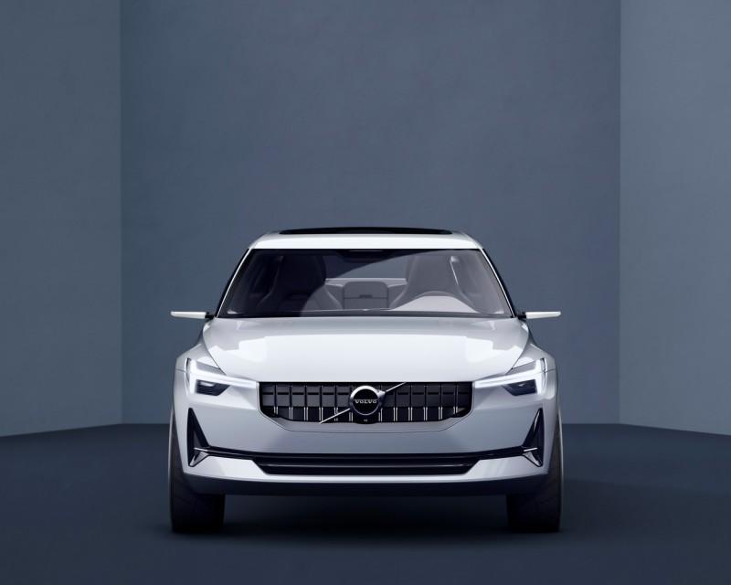 微笑下巴與握把加長的「雷神之錘」晝行燈是VOLVO Concept 40.2車頭最明顯特徵