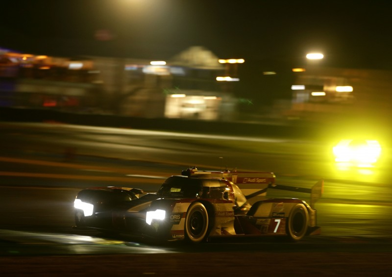在長達13.629公里的Le Mans賽道,以均速240  km/h以上行駛超過360圈,Audi R18 e-tron  quattro以無比穩定的性能表現及強悍動力,展現「進化科技 定義未來」的頂