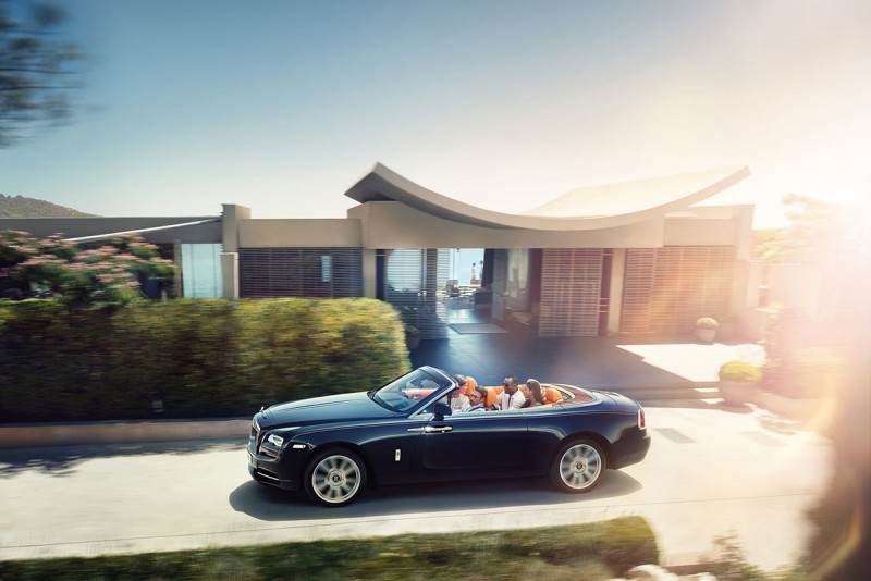 大魔王Rolls-Royce Dawn,理所當然然是兩千餘萬元預算下的夢幻之選。