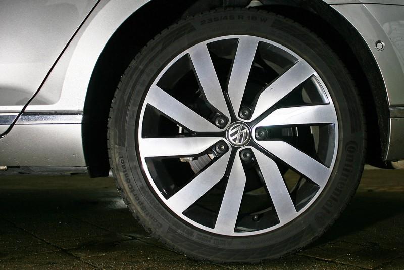 Volkswagen Passat Variant 400 TDI無論什麼角度都細緻,包浩斯主義精髓在這德國貨上盡顯無遺。