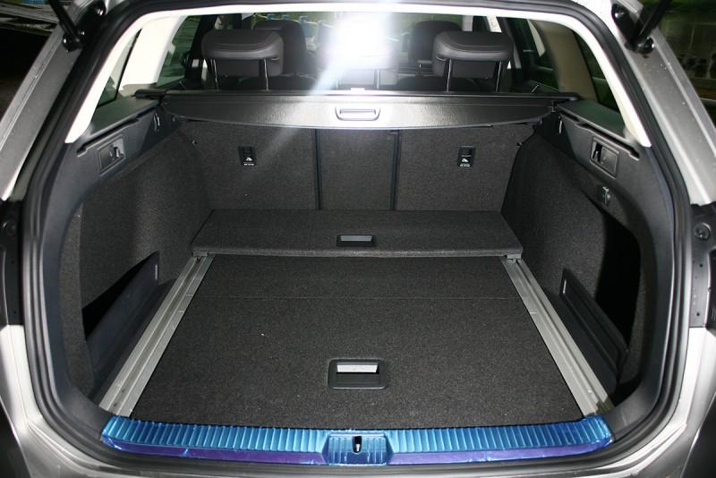 車艙內質感細膩且空間寬廣,作為任何用途幾乎都無法讓人不滿意。