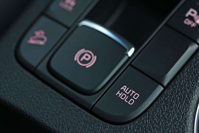 有了Auto Hold自動駐車系統,走走停停的都會街頭再也不用時時緊抵煞車。
