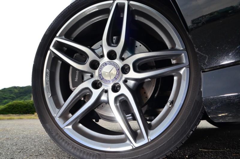 升級後的18吋AMG輪圈,並換上高性能胎之後對操駕有顯著提升