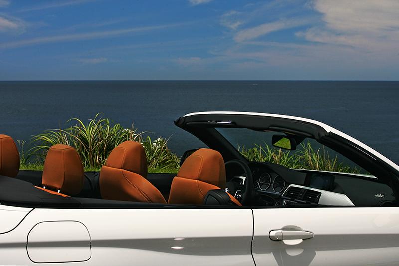 碧海、藍天、敞篷車,還有什麼風景比這更迷人?