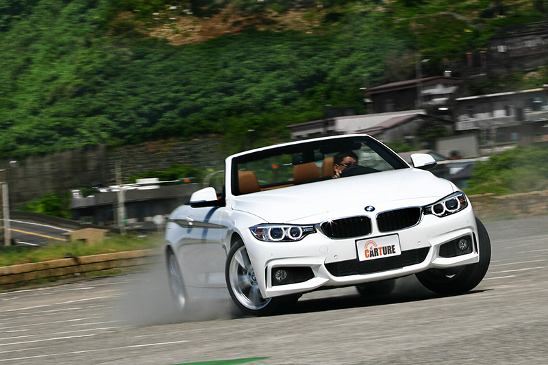 就算想要讓車尾開飄,對於BMW 430i Convertible M Sport來說也不算難事。