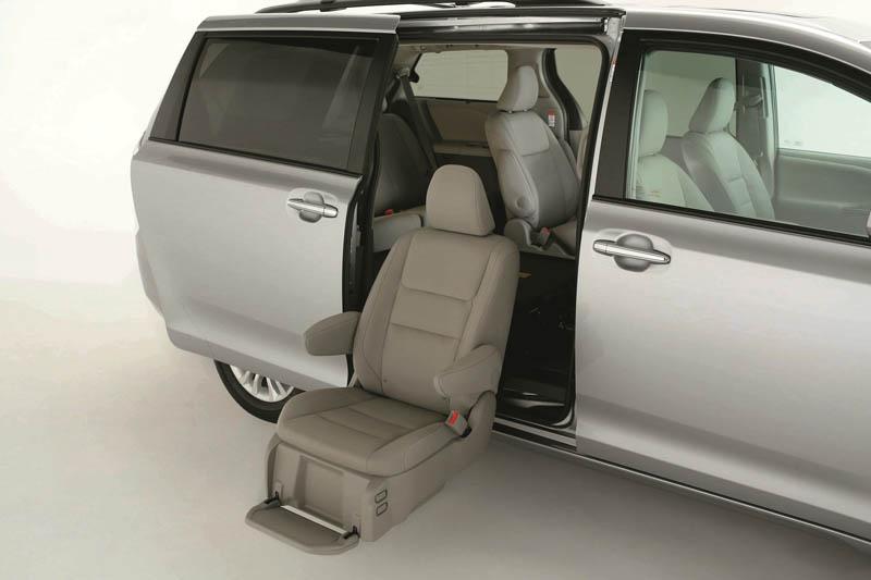 Sienna車系也提供配置旋轉升降椅之福祉車款。