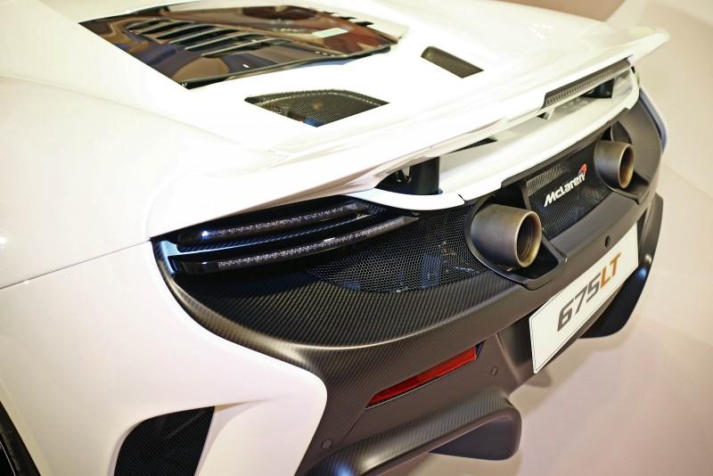 加大卻更輕巧的煞車尾翼,成就了McLaren 675LT Spidere更為獨特的競技風格展現。