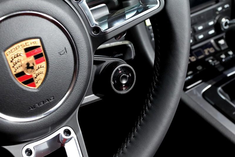 動力模式控制旋鈕就在方向盤上,使用更直覺