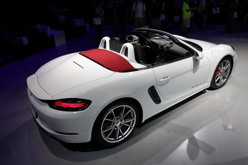 從車尾更能拍出Roadster特色
