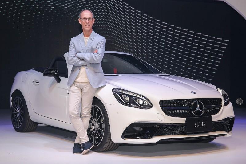 台灣賓士轎車業務行銷副總裁司達恆與Mercedes-AMG SLC 43壓軸登場。