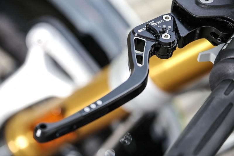 拉車拉桿與離合器拉桿延續油杯蓋的設計風格。