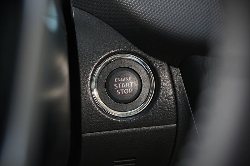 免鑰匙開啟/引擎觸控啟動系統也是SWIFT GLX車型的標準配備。
