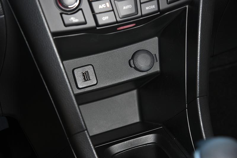 擁有USB輸入介面的CD/MP3音響以及六聲道揚聲系統,讓行車時光更顯歡愉難忘。