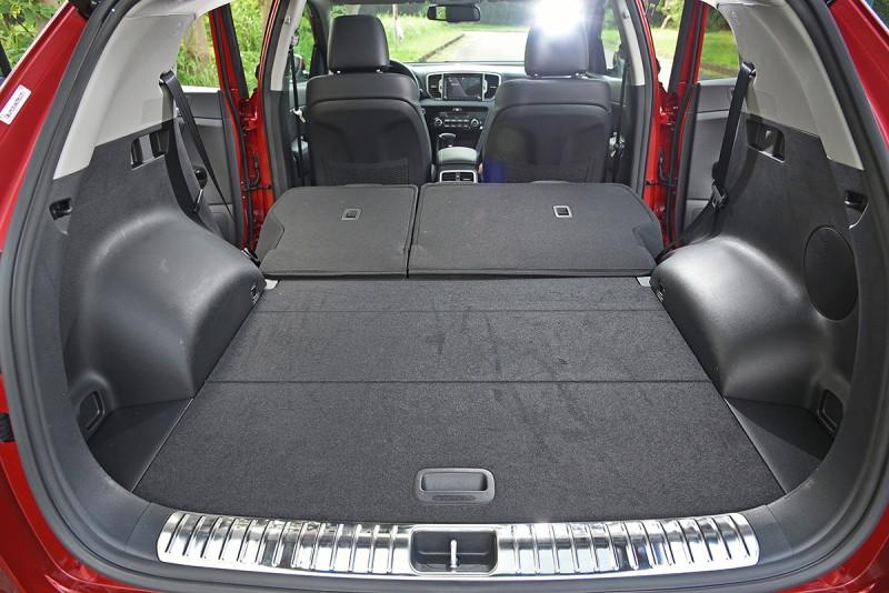 打開,自動開啟式電動尾門,原本便已擁有491行李廂容積,一旦後座椅背放倒,更讓後車廂彷彿添上一座小宇宙。