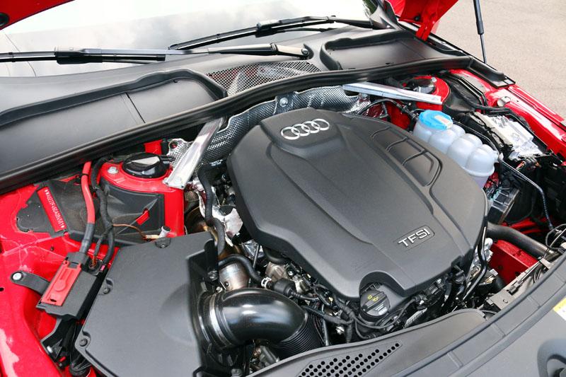 試駕的45 TFSI quattro車型搭載2.0升渦輪增壓引擎,可輸出252hp最大馬力與37.7kgm最大扭力。