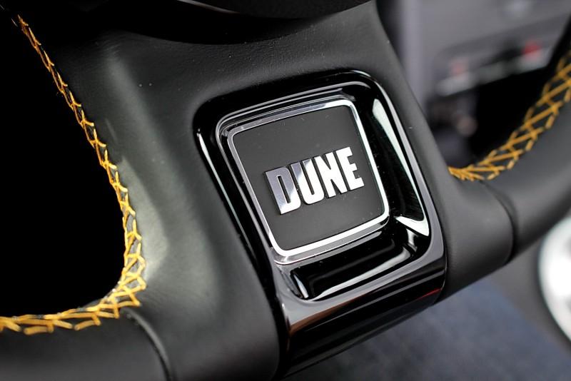 看樣子以後VW特殊車方向盤上這位置都會有銘牌