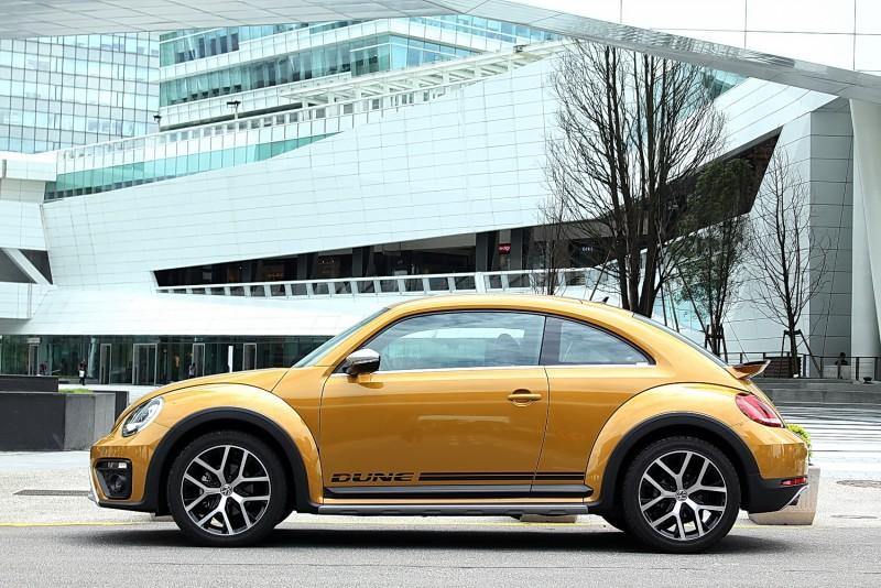 Beetle Dune車身比上一代更有運動感,再壓扁一點、低一點不就是911模樣?
