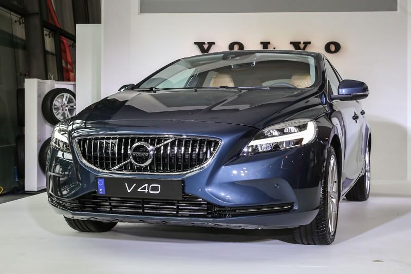2017年式V40車型大抵維持原有造型,僅於細節處導入品牌新家族設計風格。